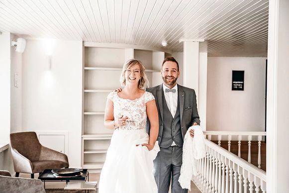 Line en Viktor droegen hun trouwkledij die ze tijdens 'Blind Getrouwd' uitzochten.