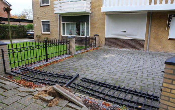 De schade na de inval met het pantservoertuig aan de Geulweg in Den Bosch.