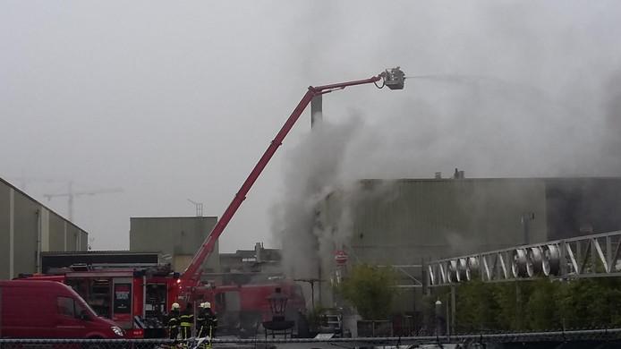 Grote brand bij oude Faam-fabriek in Breda.