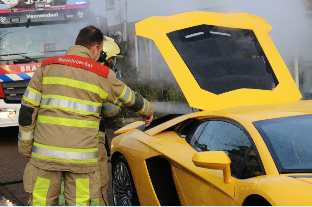 Een dure Lamborghini raakte door een brand zwaar beschadigd.