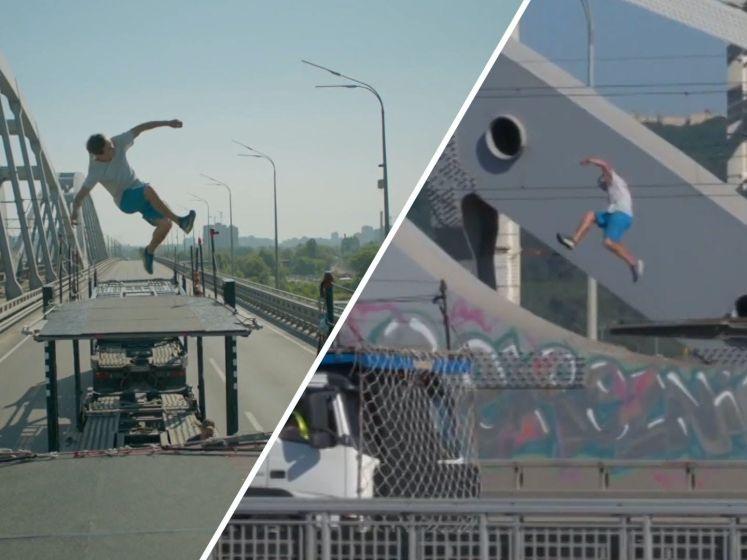 Freerunner doet 'tunnel flip' tussen rijdende vrachtwagens