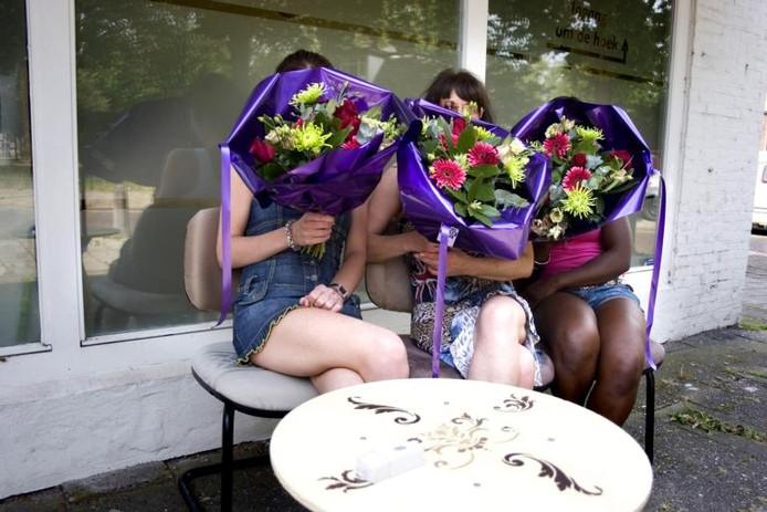 De dames van een Nijmeegse massagesalon. foto Leo IJsvelt/De Gelderlander