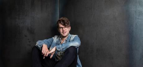 Felix (25) uit Haaksbergen ontvangt Anne Faber Stipendium op weg naar droombaan: theaterdirecteur