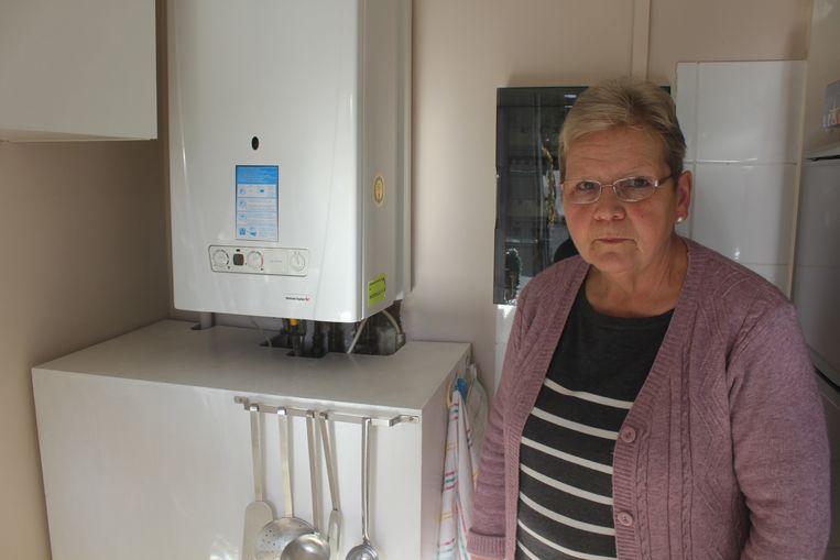 Bewoonster Sonja bij de kapotte boiler.