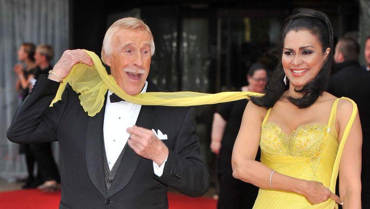 Bruce Forsyth met zijn vrouw Wilnelia Merced. Beeld EPA