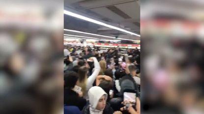 Honderden jongeren richten ravage aan in MediaMarkt