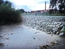 Mini-strandje Oude Maas ligt plots vol met rotsblokken