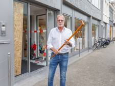 Dappere Coen (67) verjaagt inbrekers met wandelstok uit brillenwinkel in Zwolle: 'Achteraf knikkende knieën'