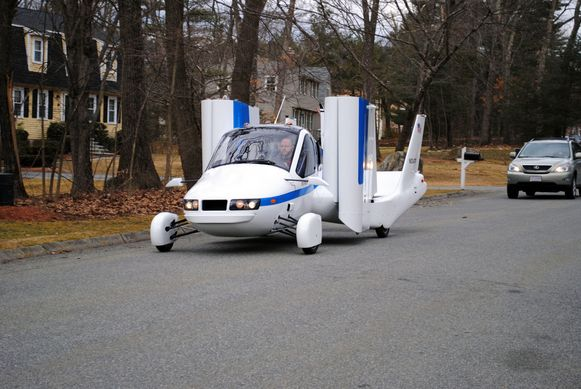 Een van de eerste testmodellen in 2012: de auto vloog toen acht minuten lang op een hoogte van 426 meter.