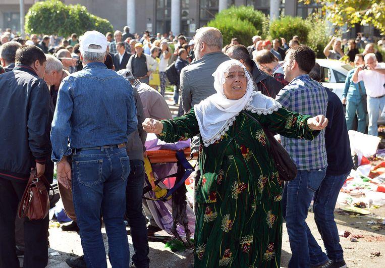 Deze vrouw schreeuwde haar frustratie uit na de aanslag in Ankara.