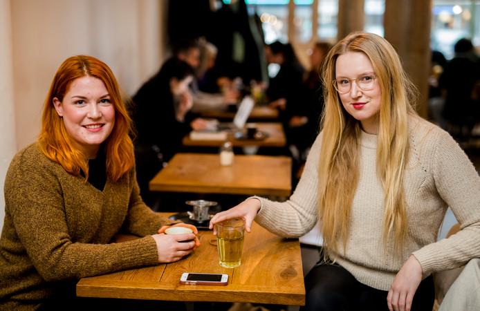 Manon van der Have en Lisa Eileen.