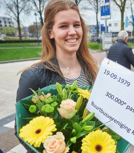 Buurtbus Keldonk eert 300.000ste passagier: Ilse van Dinter