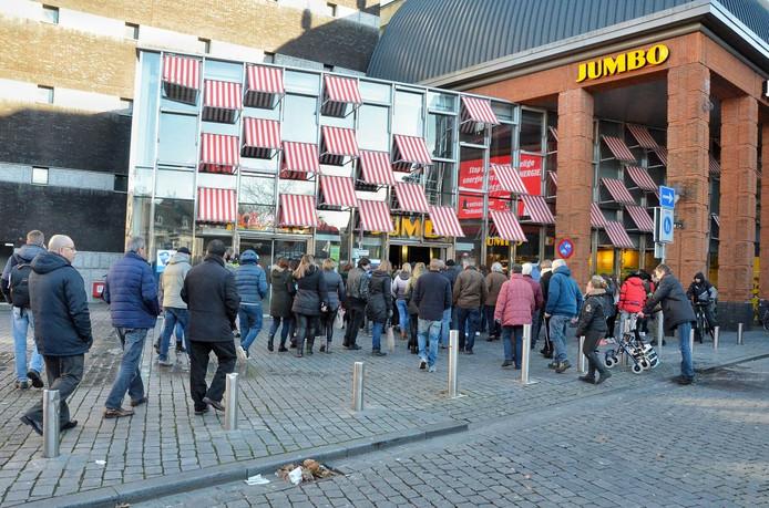 Vuurwerk Zet Trappenhuis De Parade In Bergen Op Zoom In De Rook