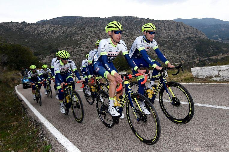 Bart De Clercq met zijn ploegmaats op training in Spanje.