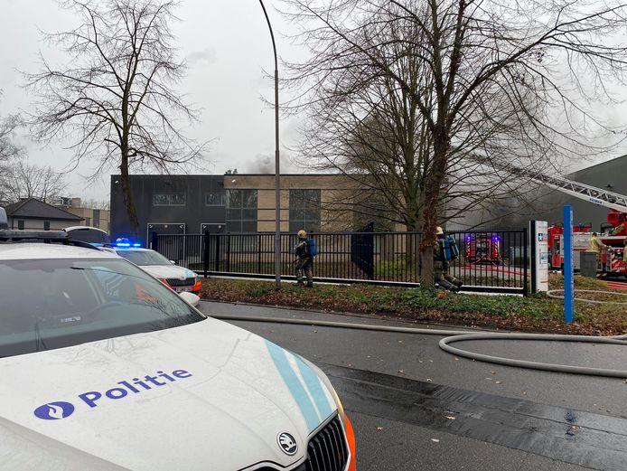 In Mechelen-Noord brak maandagvoormiddag brand uit in een bedrijf.