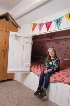 Pippa (8) uit Doetinchem slaapt het liefst in een ouderwetse bedstee