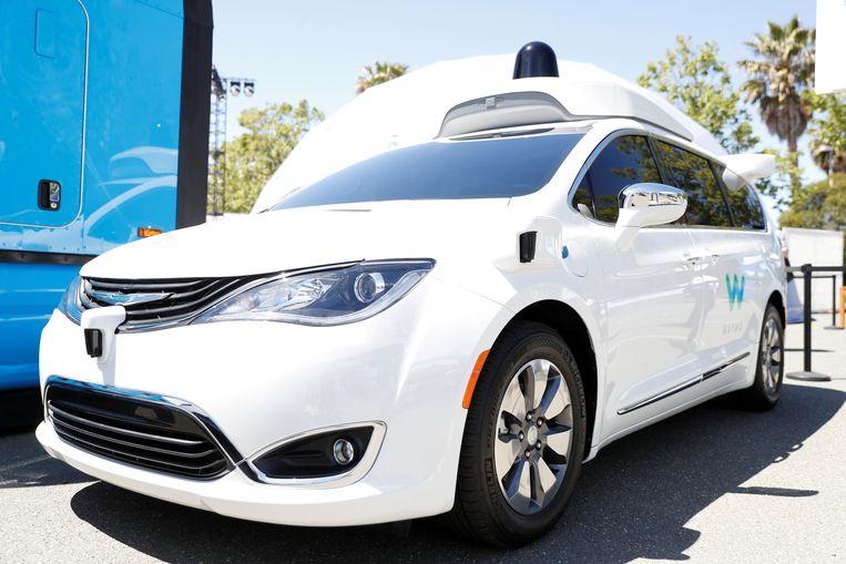 De taxi van Waymo, het dochterbedrijf van Google, heeft geen chauffeur meer nodig. Tot nu toe gebruikt het bedrijf hiervoor de Chrysler Pacifica, een MPV die in Nederland niet wordt verkocht.