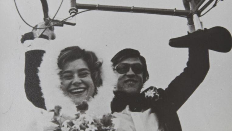 Gré Donker en Gerrie Kneteman trouwen in 1974 in Krommenie. Beeld foto uit privecollectie