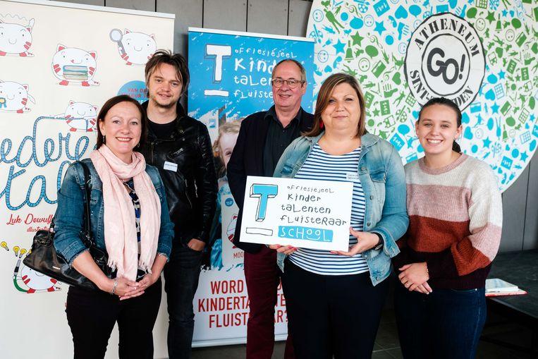 Uitreiking certificaat Kindertalentenfluisteraarschool. In picture: Els Willems, Jeroen Cops, Luk Dewulf, Evelien Boonen, Kendra Derosas.