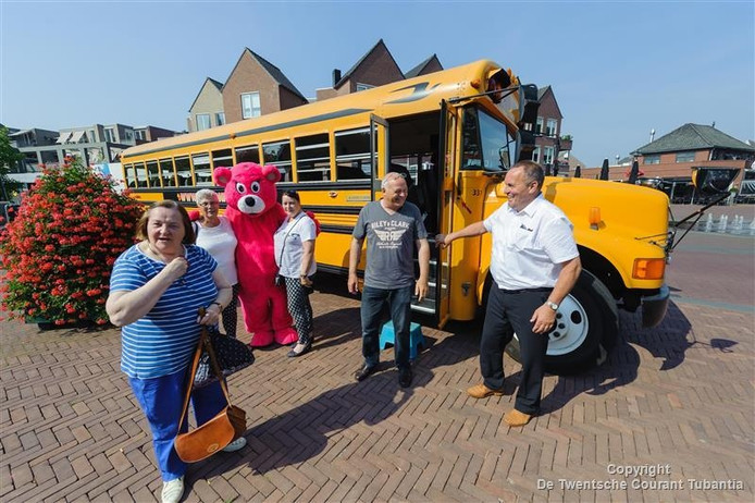 De bus van Preston Palace in Borne
