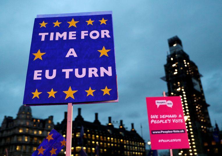 Het uitstel van een half jaar is misschien net genoeg tijd voor een tweede referendum, hopen tegenstanders van de Brexit. Beeld Reuters