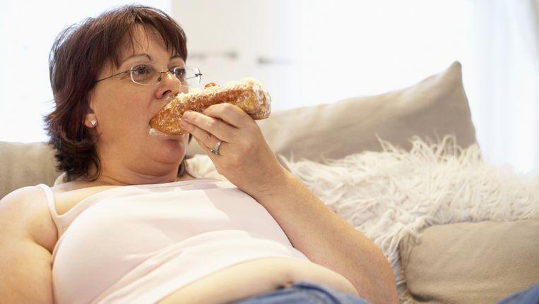 Hoewel teveel eten tijdens stress niet gezond is, compenseren stresseters mogelijk door te matigen in rustiger tijden Beeld thinkstock