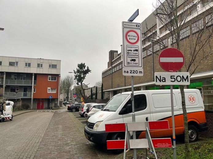 Borden laten zien dat de rijrichting op de Boekhorstenstraat is omgedraaid.
