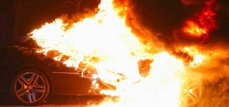 Na maand relatieve rust is het weer raak in Oss: autobrand in de Zwaluwstraat