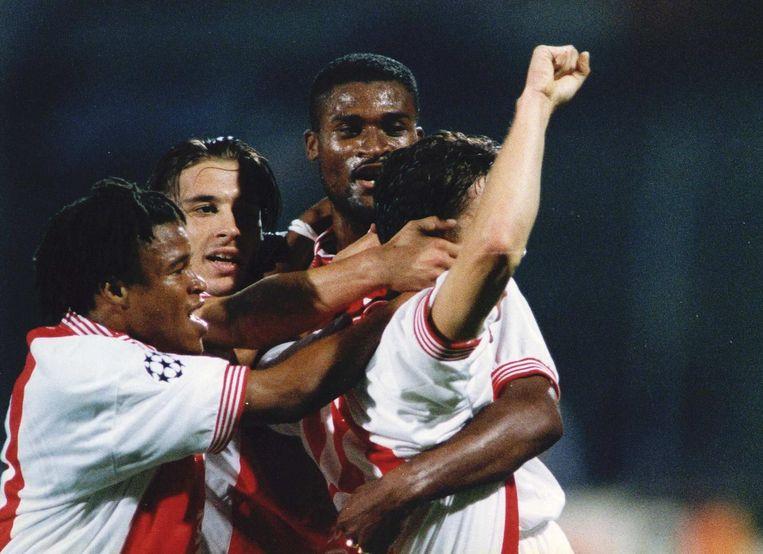 1995: Marc Overmars, tegenwoordig directeur bij Ajax, heeft de score geopend tegen Real. Ook in beeld: Bogarde, Reuser en Davids. Beeld anp