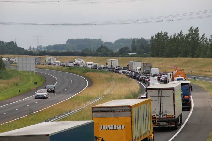 Flinke file op de A58 richting Bergen op Zoom.