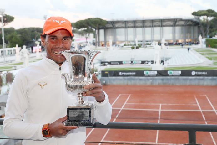 Rafael Nadal remet les pendules à l'heure! Alors qu'il n'avait pas encore remporté le moindre titre cette saison, le roi de la terre battue a dominé Novak Djokovic en finale du Masters 1000 de Rome (6-0, 4-6, 6-1). Il n'arrivera pas sans rien sur sa terre fétiche, la semaine prochaine,  à Roland-Garros.