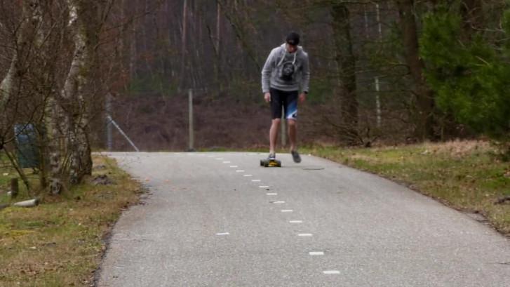 Stan Bekker uit Amersfoort reed 24 uur lang op zijn longboard