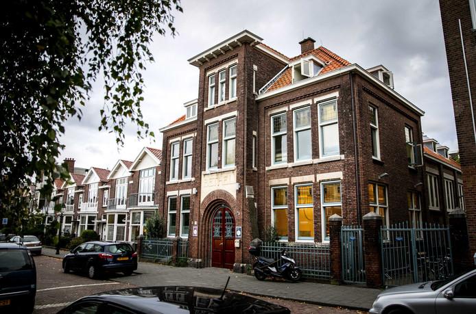 Het buurt - en kerkhuis.
