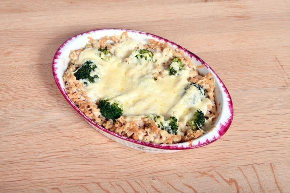 Macaroni met broccoli en kaas uit de oven.