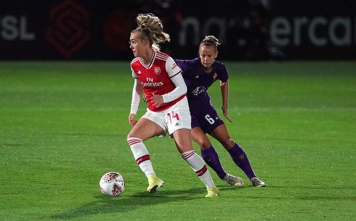 Jill Roord namens Arsenal in duel met Fiorentina.