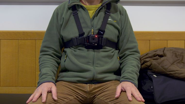 Een bodycam op de het lichaam van Will.  Beeld