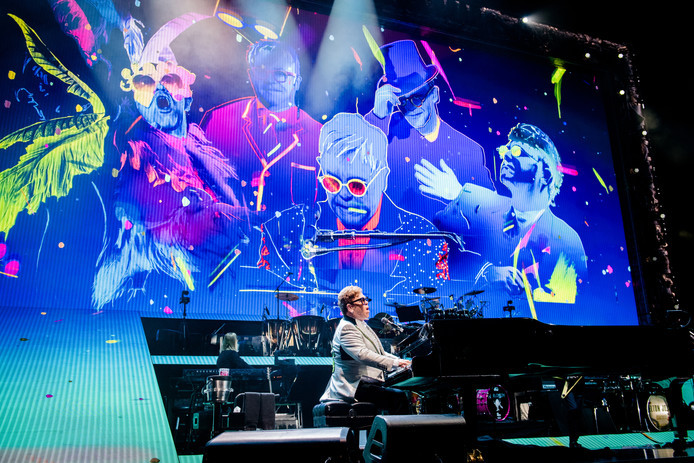 Sir Elton John op het podium in Amsterdam, begin juni.