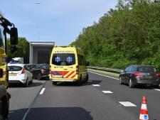 Ongeluk met drie auto's en vrachtwagen op A27 bij Breda, weg weer vrij