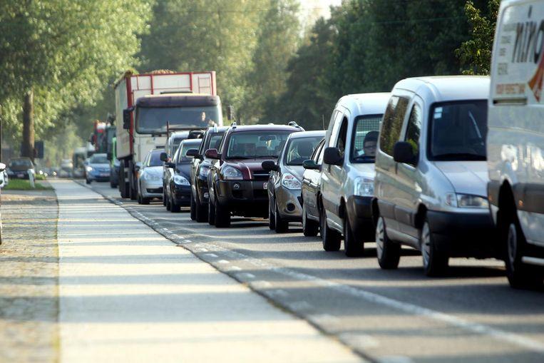 De Woumenweg richting centrum tijdens de spits: vaak is het aanschuiven geblazen.