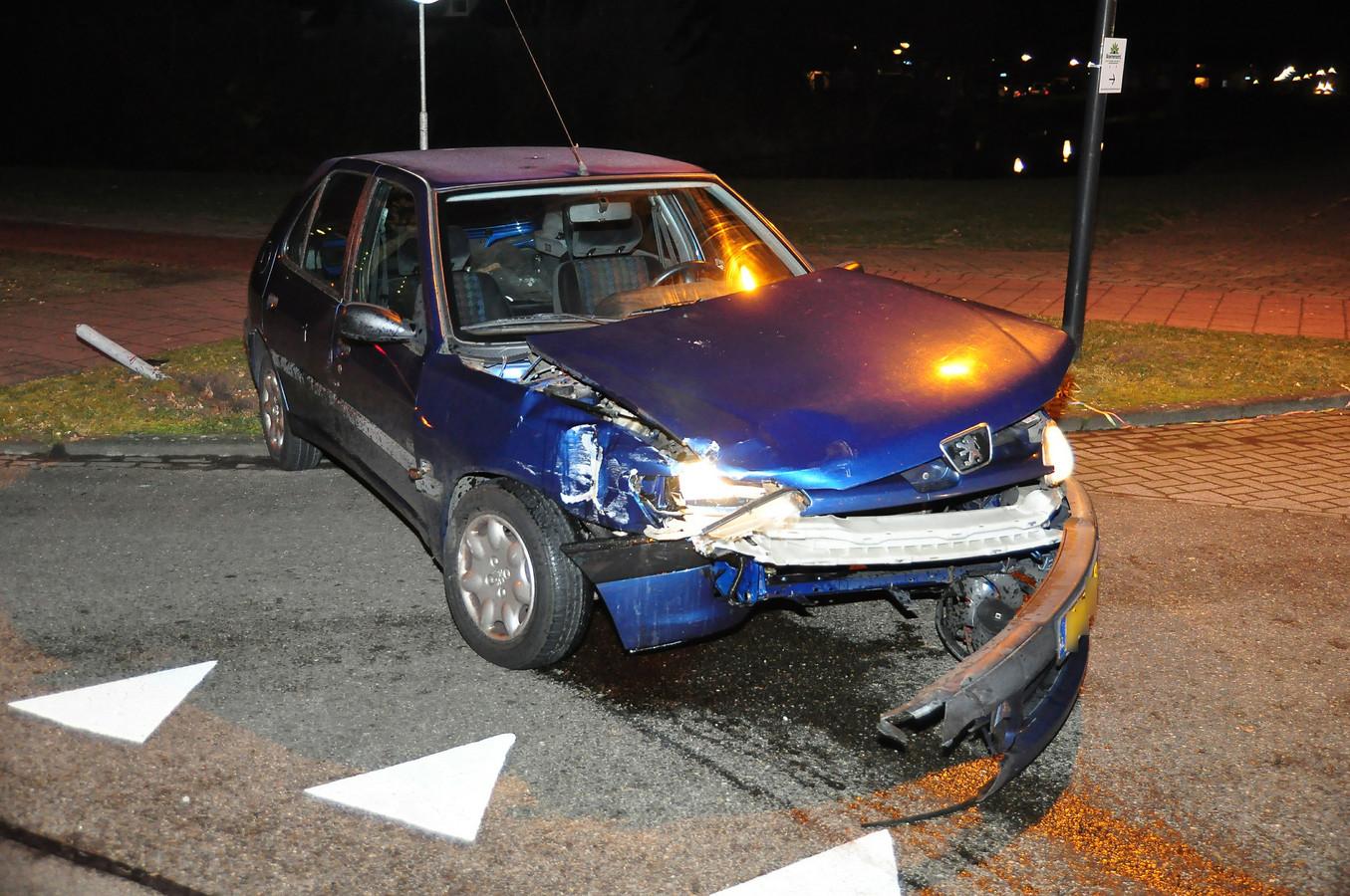 Forse schade aan beide betrokken voertuigen.