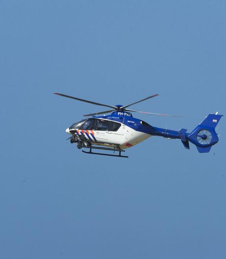 Politiehelikopter cirkelt boven Enschede na inbraak bij metaalbedrijf