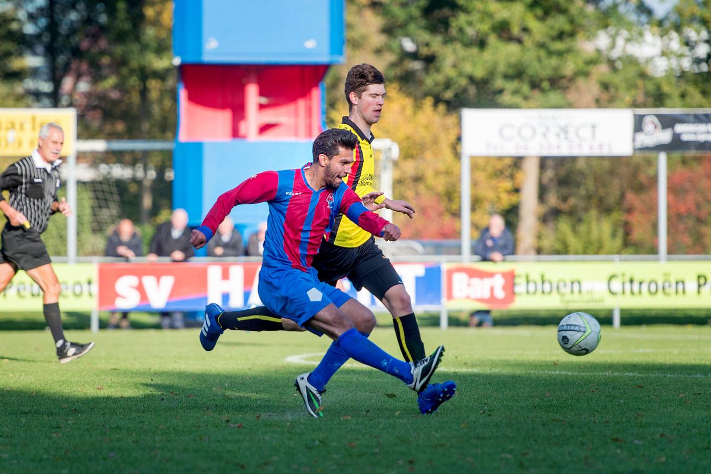Beeld uit de wedstrijd van Hatert tegen Brakkenstein, vorig seizoen in de derde klasse D. Hatert komt komend seizoen uit in de vierde klasse E volgens de nieuwe indelingen van de KNVB.