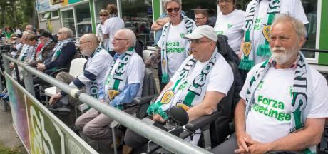 Bewoners van Ter Weel gaan met z'n allen naar de voetbal in Kloetinge