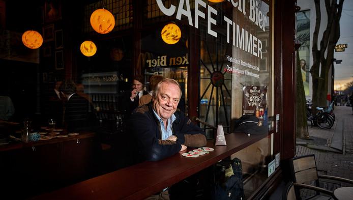 """Bertus Vermeulen kan op zijn 67ste nog steeds geen genoeg krijgen van het kroegleven. ,,Die leegte, zonder kroeg, zie ik niet zitten."""""""