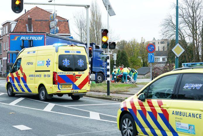 Persoon onder vrachtwagen terechtgekomen op Grebbeweg in Rhenen