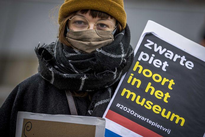 Aanhangers en sympathisanten van actiegroep Kick Out Zwarte Piet (KOZP) tijdens een demonstratie tegen Zwarte Piet, afgelopen zondag in Maastricht.
