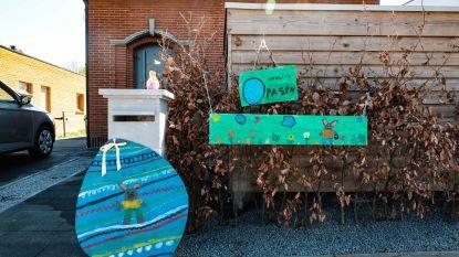 Paassfeer in Kontich-Kazerne: bewoners zetten kleurrijke paashazen en -eieren buiten
