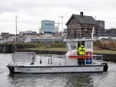 Stad Antwerpen zet nieuw vaartuig in om afval in dokken te ruimen