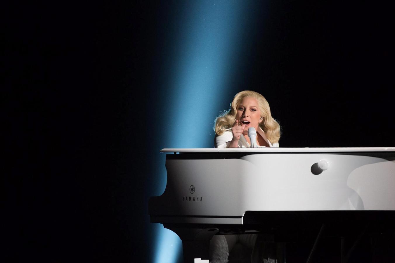 Beginnend bestuurder Lady Gaga staande gehouden | Foto | AD.nl Lady Gaga