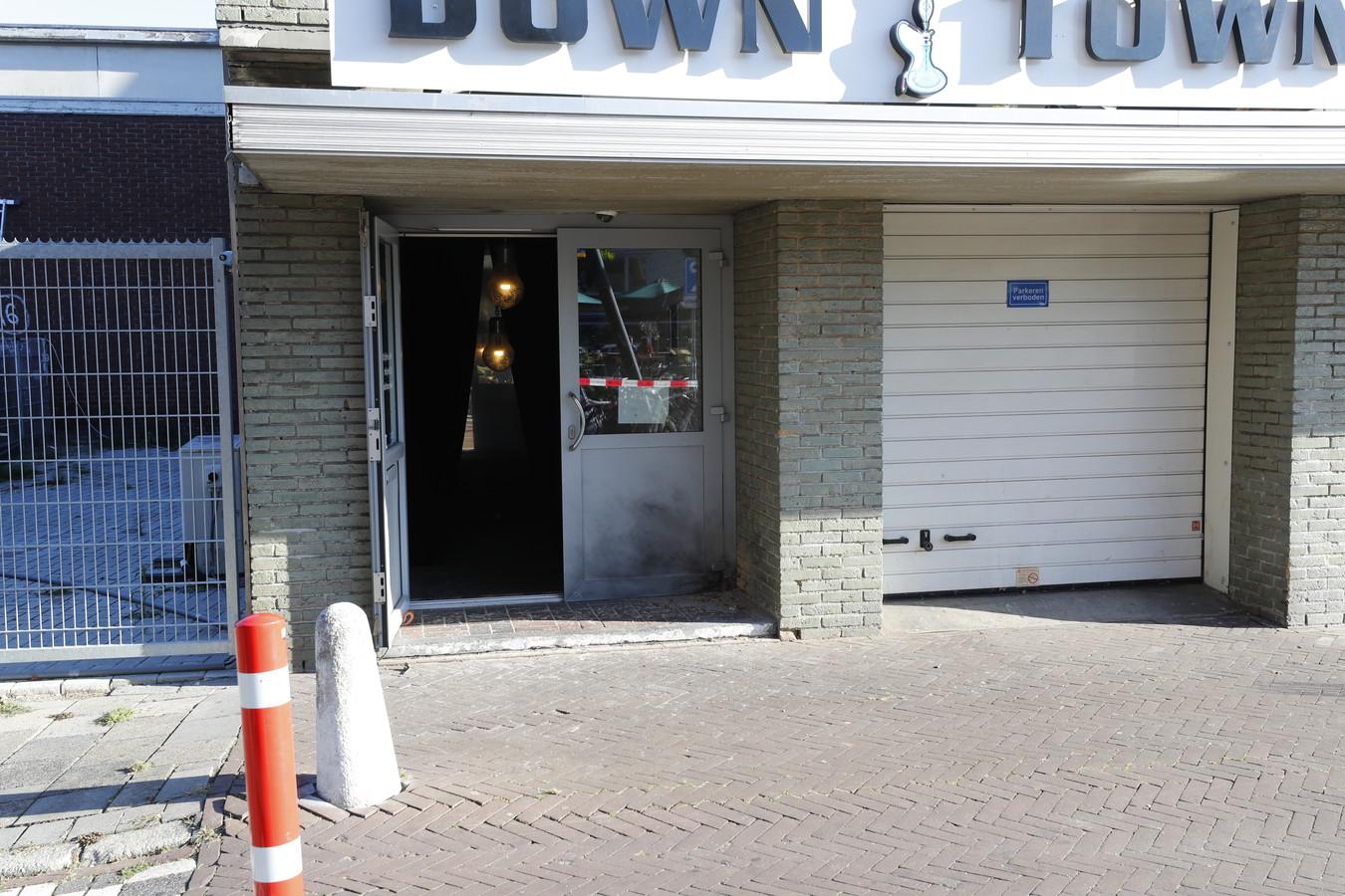 Bij shishalounge Down Town aan de Leenderweg in Eindhoven ontplofte in de nacht van vrijdag op zaterdag een handgranaat.